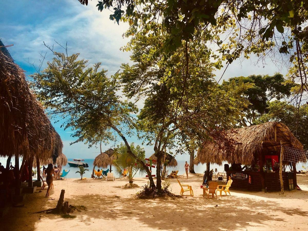 Media Luna Hostal en Isla Baru, Cartagena